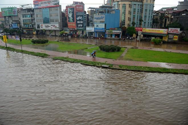 Ngã tư Hồ Tùng Mậu, Cầu Giấy ngập nặng