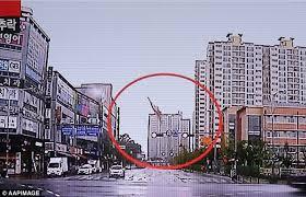 Ngày 19/7, một trực thăng cứu hộ của Hàn Quốc hôm qua lao thẳng xuống đất khi nó bay qua khu vực chung cư thuộc thành phố Gwangju, khiến 5 lính cứu hỏa thiệt mạng.