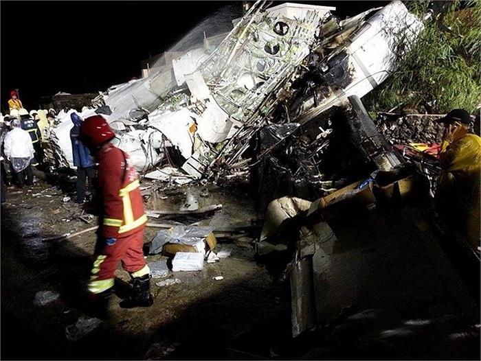 Ngày 23/7, một chiếc máy bay chở khách ATR 72 của hãng hàng không TransAsia Airways đã bị rơi trên đảo Bành Hồ của Đài Loan, khi hạ cánh bất thành và tìm cách cất cánh trở lại.