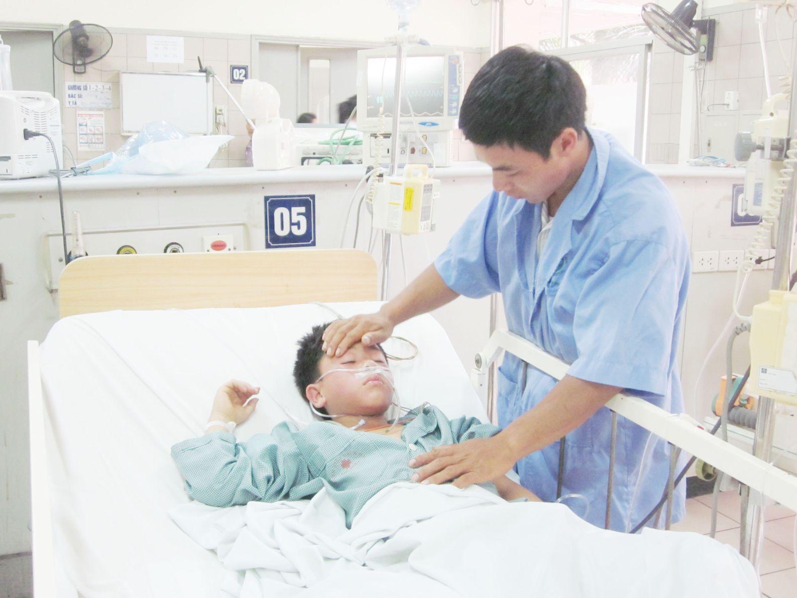 Sơ cứu kịp thời khi trẻ bị ngộ độc hóa chất giúp đảm bảo sức khỏe các em