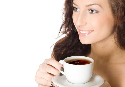 Cách chống say xe tốt nhất là uống một ly trà gừng nóng ấm trước k khi lên xe