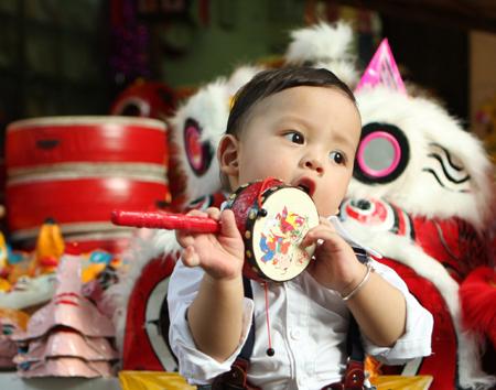 Đồ chơi trung thu cho các bé năm nay vô cùng đa dạng, đặc biệt là có sự xuất hiện của nhiều mặt hàng đồ chơi Việt Nam