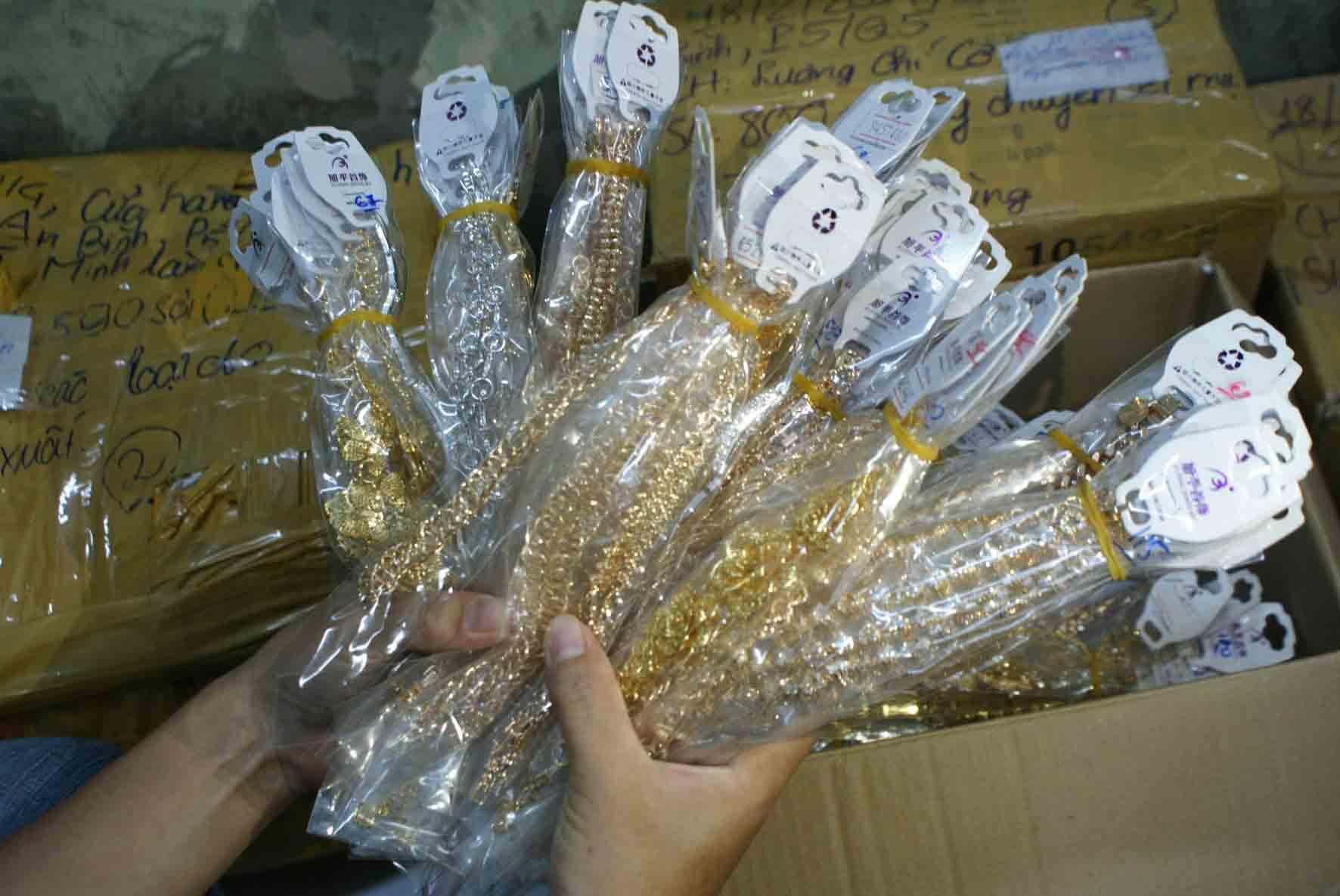 Đồ trang sức Trung Quốc chứa chất độc hại tại việt nam