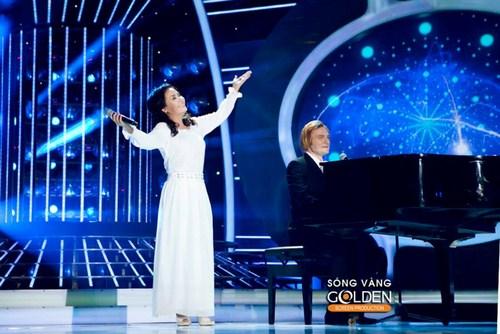 Diễn viên Ngân Quỳnh vào vai nữ ca sĩ  Karen của nhóm nhạc The Carpenter với sự giúp đỡ của chàng trai Tây Kyo York.