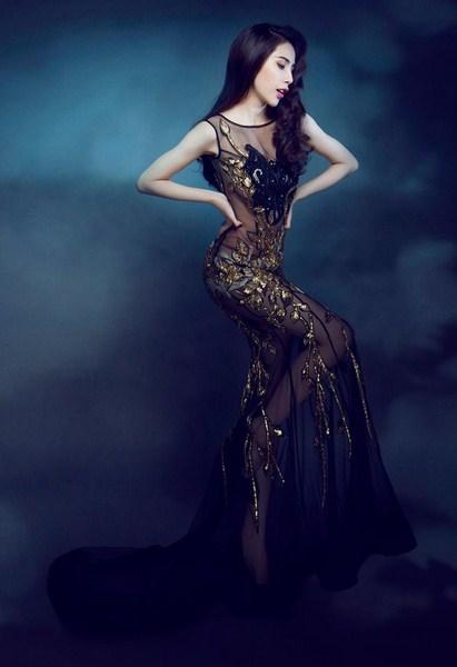 Nàng tiên cá xinh đẹp mộng mị hóa thân thành một cô gái xinh đẹp quyến rũ.