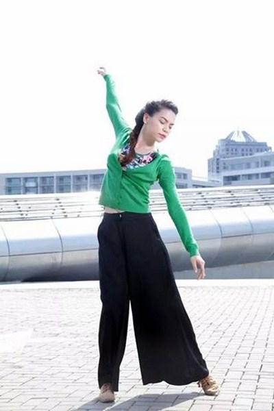 Hồ Ngọc Hà đã khiến người xem thỏa mãn sự nhìn khi thể hiện phần múa đương đại khá phức tạp