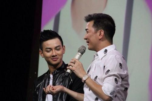 Với lượng fan hâm mộ khủng, Hoài Lâm luôn đứng đầu bảng xếp hạng với số lượng bình chọn cao từ khán giả.