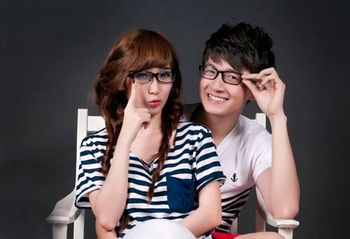 Không chỉ là trào lưu trong giới trẻ, ở làng giải trí Việt, thời trang cặp đôi cũng rất được chú trọng và chăm lo.