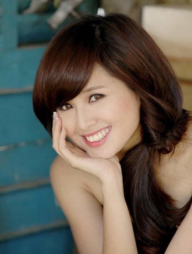 Tâm Tít tên thật là Phạm Thanh Tâm, cô nàng hotgirl có khuôn mặt ngây thơ, trong sáng đang đón nhận được sự quan tâm của rất nhiều các bạn trẻ.