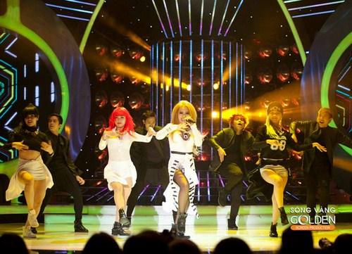 MyA giành giải thưởng 100 triệu của tuần với tiết mục biểu diễn sôi động.