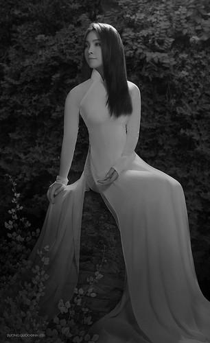 Bộ ảnh tràn đầy sức sống trong trang phục áo dài thướt tha, mềm mại của siêu mẫu Ngọc Bích đã khiến không ít người trầm trồ thán phục.