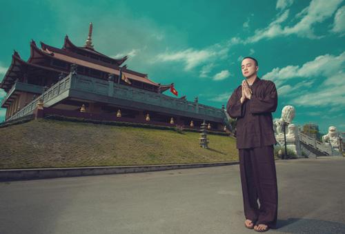 Quản lý Cao Thái Sơn cho hay, nam ca sỹ đã quy y cửa chùa nhưng vẫn đi hát bình thường, thậm chí anh còn ra mắt single nhạc tâm linh trong thời gian tới