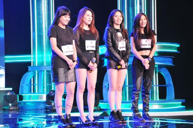 Bốn cô gái bốc lửa của YounQ đã chọn Ugly, một bài Kpop để trình diễn