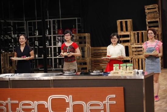 Gian bếp MasterChef Vietnam chứng kiến cuộc cạnh tranh 1 chọi 4