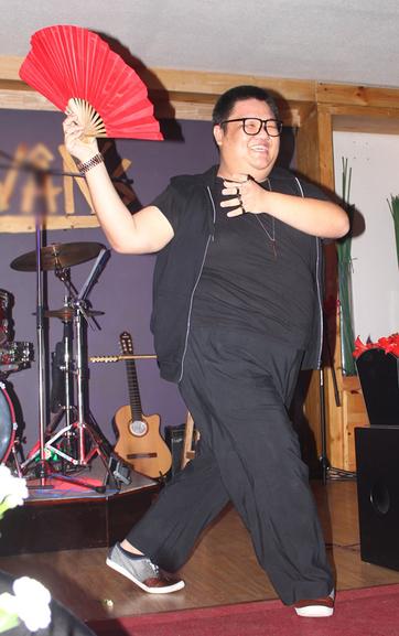 Ca sĩ nặng kí Vương Khang.
