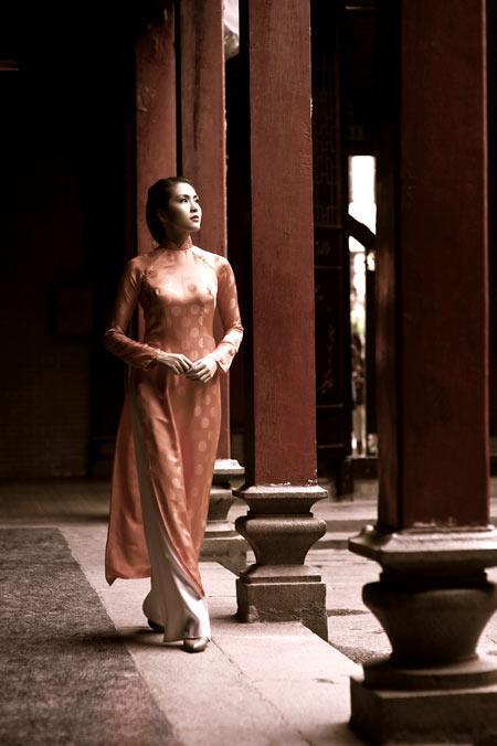 Tăng Thanh Hà sở hữu vẻ đẹp cổ điển, trong sáng và quý tộc được cho là phù hợp với hình ảnh người phụ nữ miền Bắc.