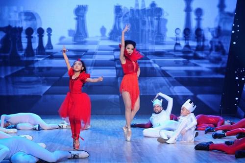 Yến Trang nhảy cùng học trò của mình đêm chung kết