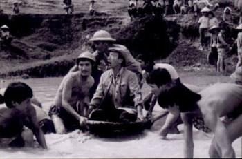 Thường xuyên đóng vai lão nông, đôi khi Trịnh Thịnh cũng vào vai cán bộ. Trong phim Dịch Cười, ông trở thành giám đốc Trí nghiêm khắc và trách nhiệm nhưng vẫn hài hướcVới gương mặt và dáng đậm chất nhà quê, ông luôn được các đạo diễn tìm đến cho những bộ phim mang đậm dấu ấn của nông thôn Việt Nam.