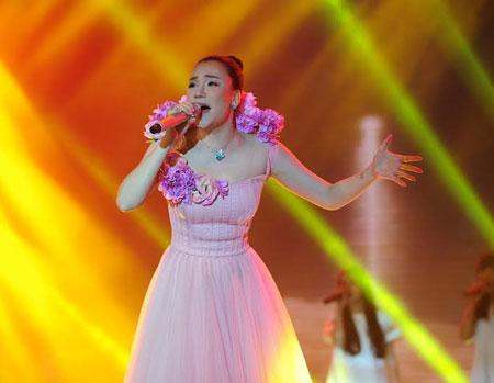 Dù bị ốm nhưng Hồ Quỳnh Hương vẫn thể hiện đẳng cấp của mình