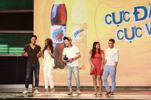 Hai thành viên đến từ cuộc thi Vietnam Idol 2013 – Tiến Việt và Minh Thuỳ đối đầu siêu mẫu Quang Hoà và Kim Dung