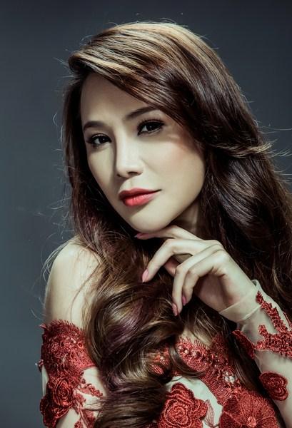 Nữ giám khảo xinh đẹp Hồ Quỳnh Hương
