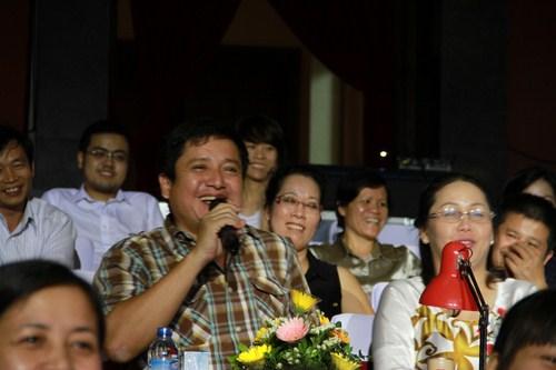 NSƯT Chí Trung tỏ ra khá xúc động trước phần biểu diễn đầy ấn tượng