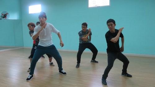 Biên đạo múa Quang Đăng tập luyện tiết mục khách mời