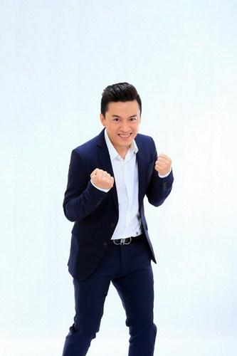 Lam Trường khá thích thú khi được thí sinh khen đẹp trai