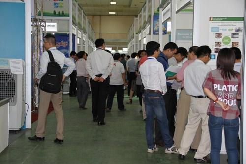 Khá đông khách mời đến tham quan tại hội chợ triển lãm.