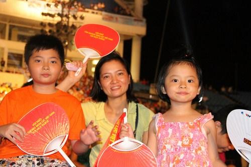 Những khuôn mặt háo hức của thế hệ trẻ Việt Nam.