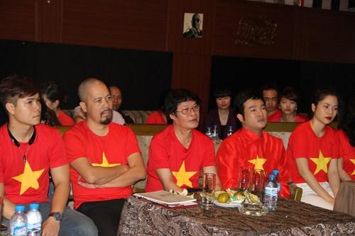 Các nghệ sỹ, các nhà báo đặc biệt là sự có mặt của Trung tướng, nhà báo, nhạc sĩ Hữu Ước.