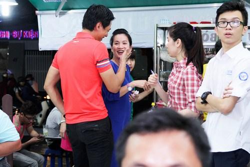 Bình Minh không ngại ngần thể hiện tình cảm với vợ
