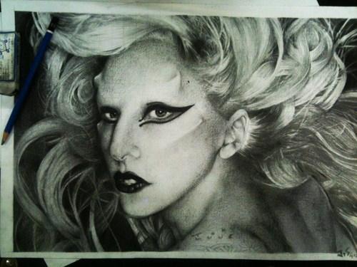thích sự hoang dại tới điên rồ nhưng mỗi MV đều thấm nhuần xúc cảm và ý nghĩa của Lady Gaga