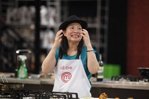 Lê Chi lại cho thấy bản lĩnh thực sự của một đầu bếp tại gia giàu kinh nghiệm