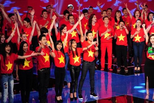Ngay từ khi ca khúc được phát hành trên online với sự tham gia của 200 nghệ sĩ, Những trái tim Việt Nam đã lay động đến hàng triệu trái tim Việt. Sự vang dội và niềm tự hào dẫn tộc trong từng câu từ ý nghĩa của bài hát đã tạo ra một hiệu ứng xã hội rộng lớn.