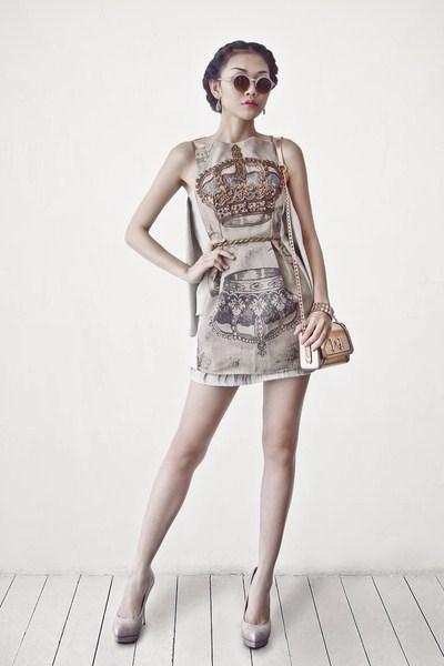 Người mẫu Anh Thư trong mẫu thiết kế của NTK Hồng Lam