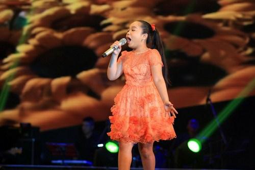 Trần Linh Nhi cháy hết mình với ca khúc Cảm ơn mùa thu