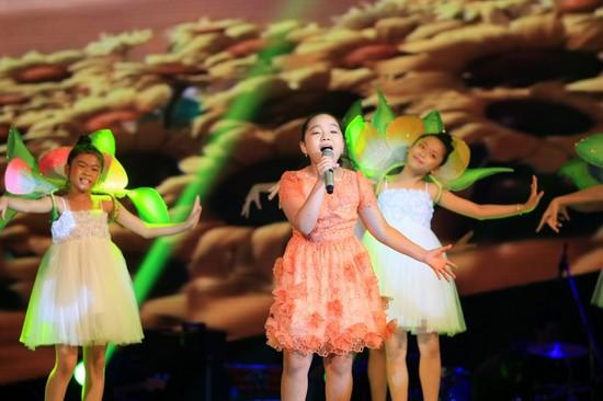Trần Linh Nhi sở hữu giọng hát khỏe và nội lực