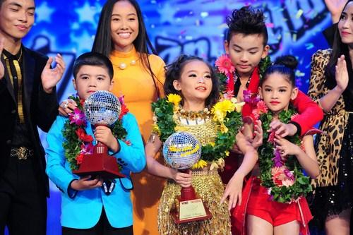 Giải quán quân mùa giải đầu tiên đã thuộc về cô bé tài năng Linh Hoa đến từ đội giám khảo Đoan Trang và biên đạo Phan Hiển