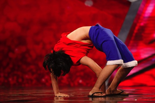 Tiết mục uốn dẻo của thí sinh tham gia Tìm kiếm tài năng – Vietnam's Got Talent