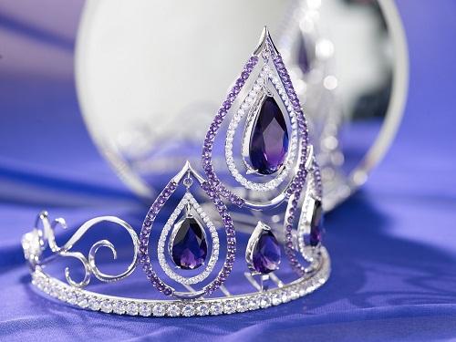 Chiếc vương miện trị giá 1 tỷ đồng được các nghệ nhân hoàn thành trong suốt 3 tháng