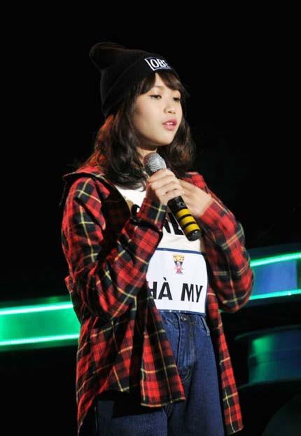 Xuất hiện trên sân khấu Ngôi sao Việt với trang phục năng động, trẻ trung nhưng cũng không kém phần nữ tính