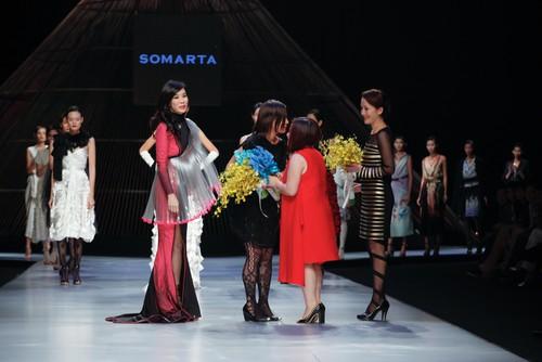 Tamae Hirokawa là một trong những NTK đem đến BST cuối cùng cho ngày thứ 3 đầy thành công của Tuần lễ thời trang quốc tế Việt Nam tại Gem Cente