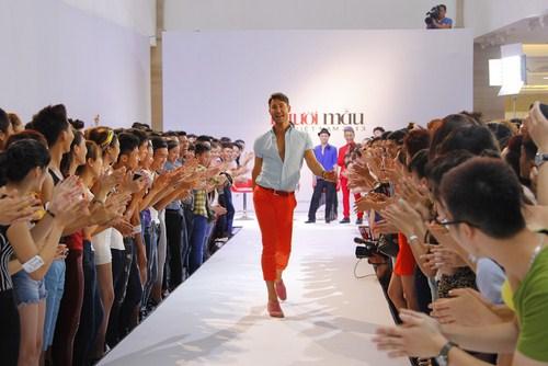 Adam Williams  đã rất ấn tượng khi lần đầu tiên chứng kiến hàng ngàn bạn trẻ yêu mến công việc người mẫu náo nức đến tham gia vòng sơ tuyển Vietnam's Next Top Model