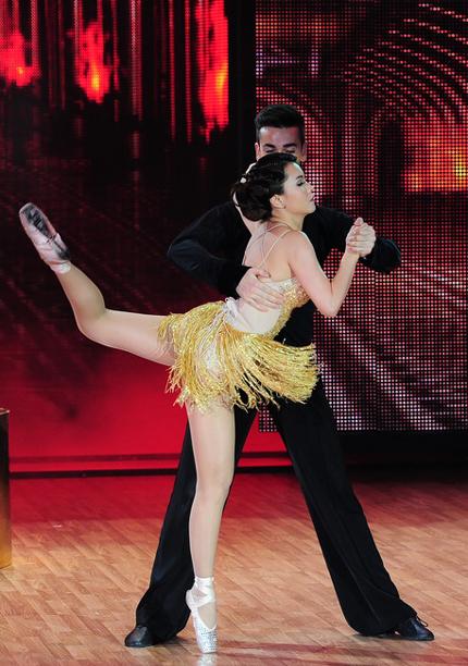 Quán quân Bước nhảy hoàn vũ 2013 - Yến Trang biểu diễn điêu luyện và đẹp mắt trong đêm chung kết