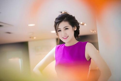 Á hậu Dương Tú Anh