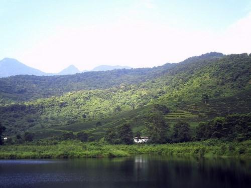 Hồ Tiên Sa - bức tranh thủy mặc ngày đầu thu. Ảnh minh họa
