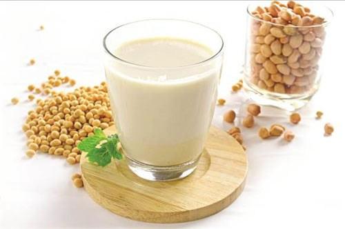 Sữa đậu nành giúp làm giảm lượng mỡ thừa ở vùng bụng cho cô dâu. Ảnh minh họa