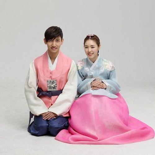 Hanbok - trang phục cưới truyền thống của cô dâu Hàn Quốc. Ảnh minh họa
