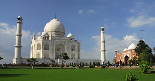 Taj Mahal được xem là viên ngọc châu của đền đài Ấn Độ
